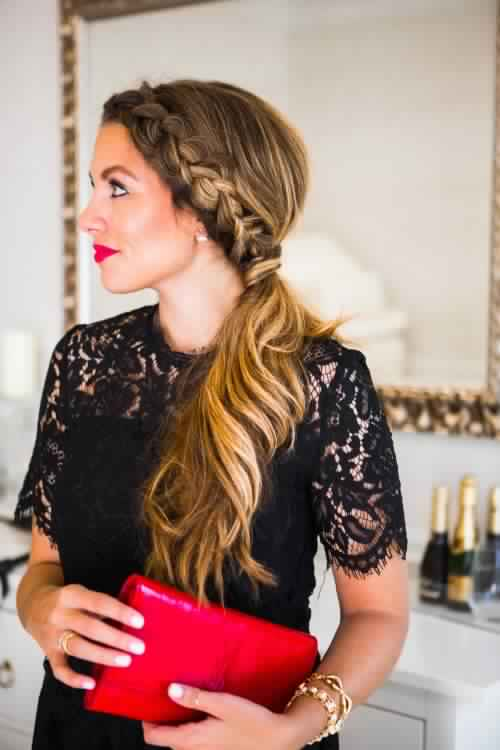 Romantic Low Ponytail Hairstyle for Young Women