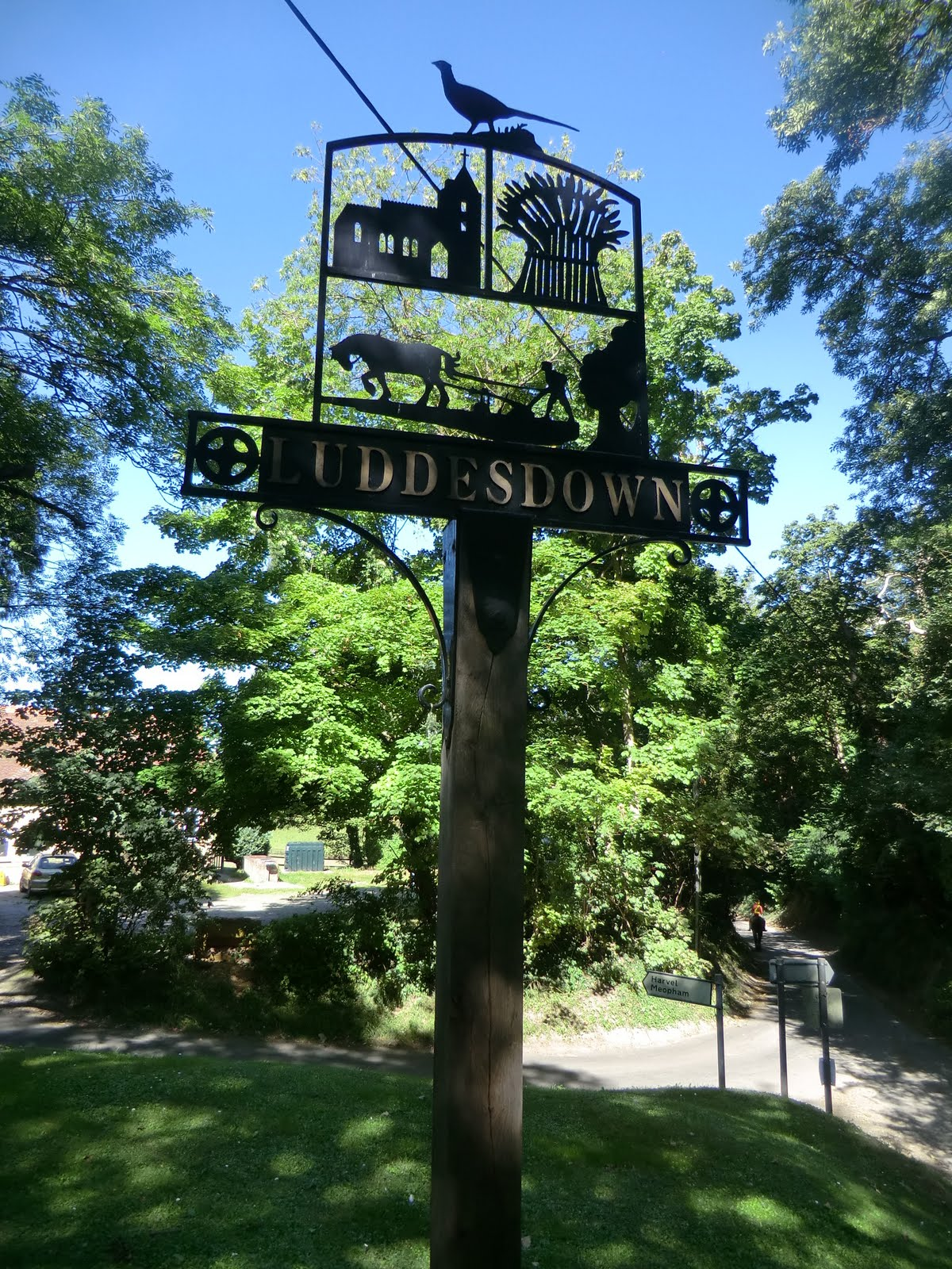 CIMG3894 Luddesdown village sign