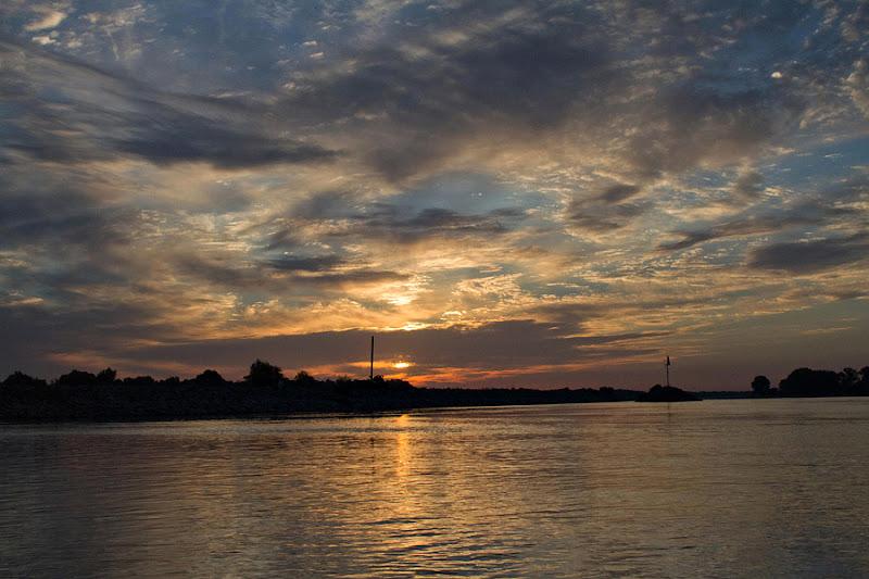Delta Dunării Sulina caiac dimineața apă