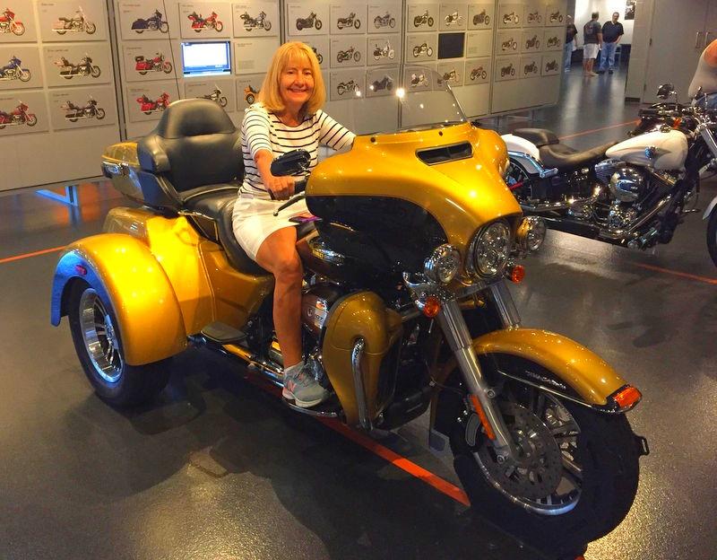 [Marsha-motorcycle4]