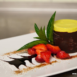 Kürbisparfait mit frischen Erdbeeren und Schokoladesoße 19.07.13-6386.jpg