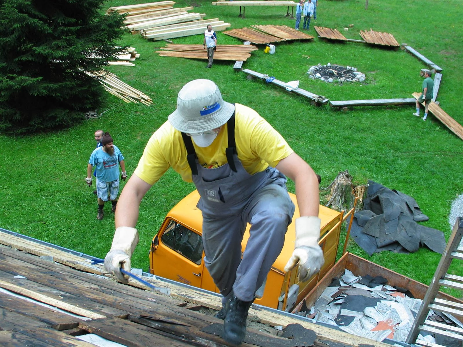 Delovna akcija - Streha, Črni dol 2006 - streha%2B035.jpg
