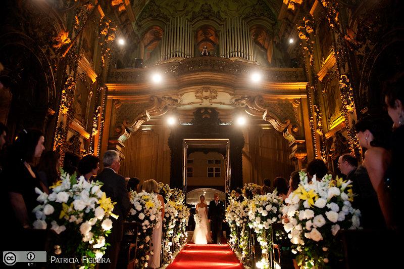 Foto de casamento 0601 de Fabiana e João. Marcações: 29/05/2010, Casamento Fabiana e Joao, Igreja, Igreja Nossa Senhora Monte do Carmo, Rio de Janeiro.