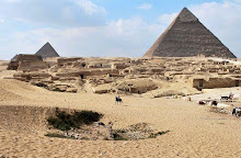 giza-plateau-to-menkaure-and-khafre-pyramids