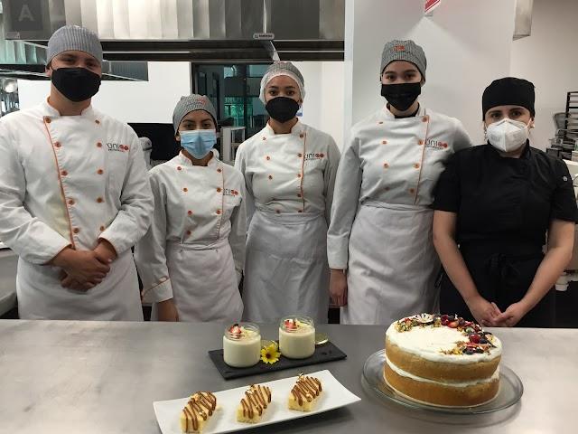 Estudiantes y chefs de la UAG y de Colombia intercambian postres típicos.