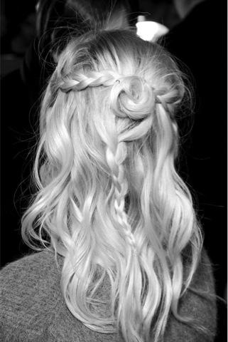 #hair #updo #inspiration #cabelo #inspiração #penteado #princesa #princess #feminina #romântica #romantic #femin #runaway #backstage #Rodarte