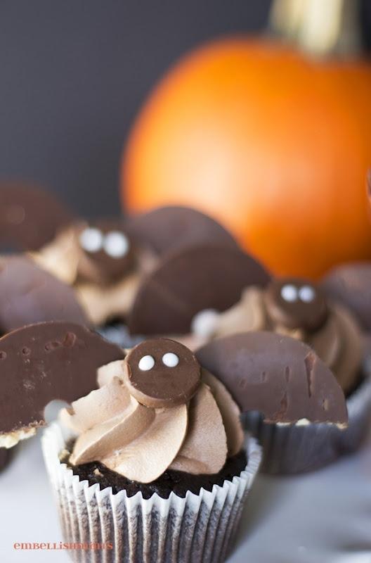 Halloween-Bat-Cupcakes1