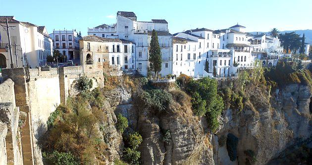 Blick über die Schlucht El Tajo auf die maurische Altstadt von Ronda