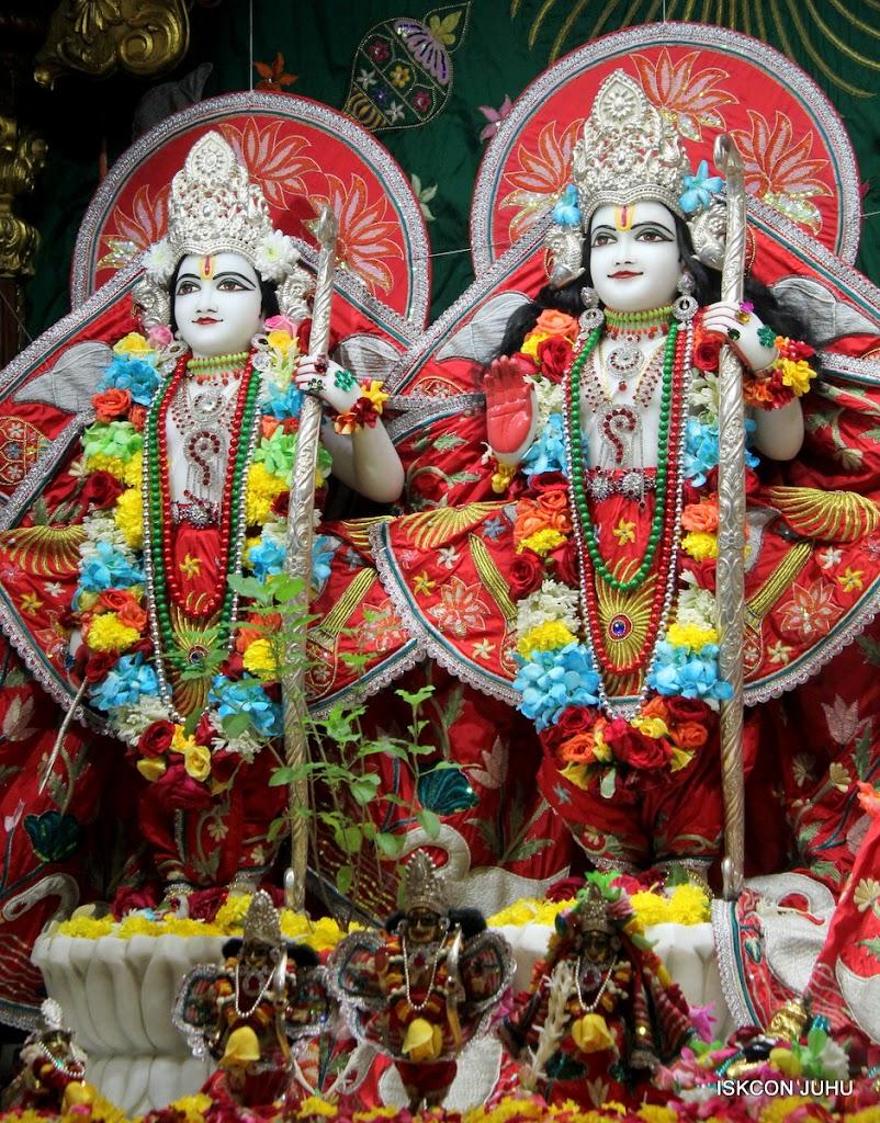 ISKCON Juhu Sringar Deity Darshan on 28th Aug 2016 (38)