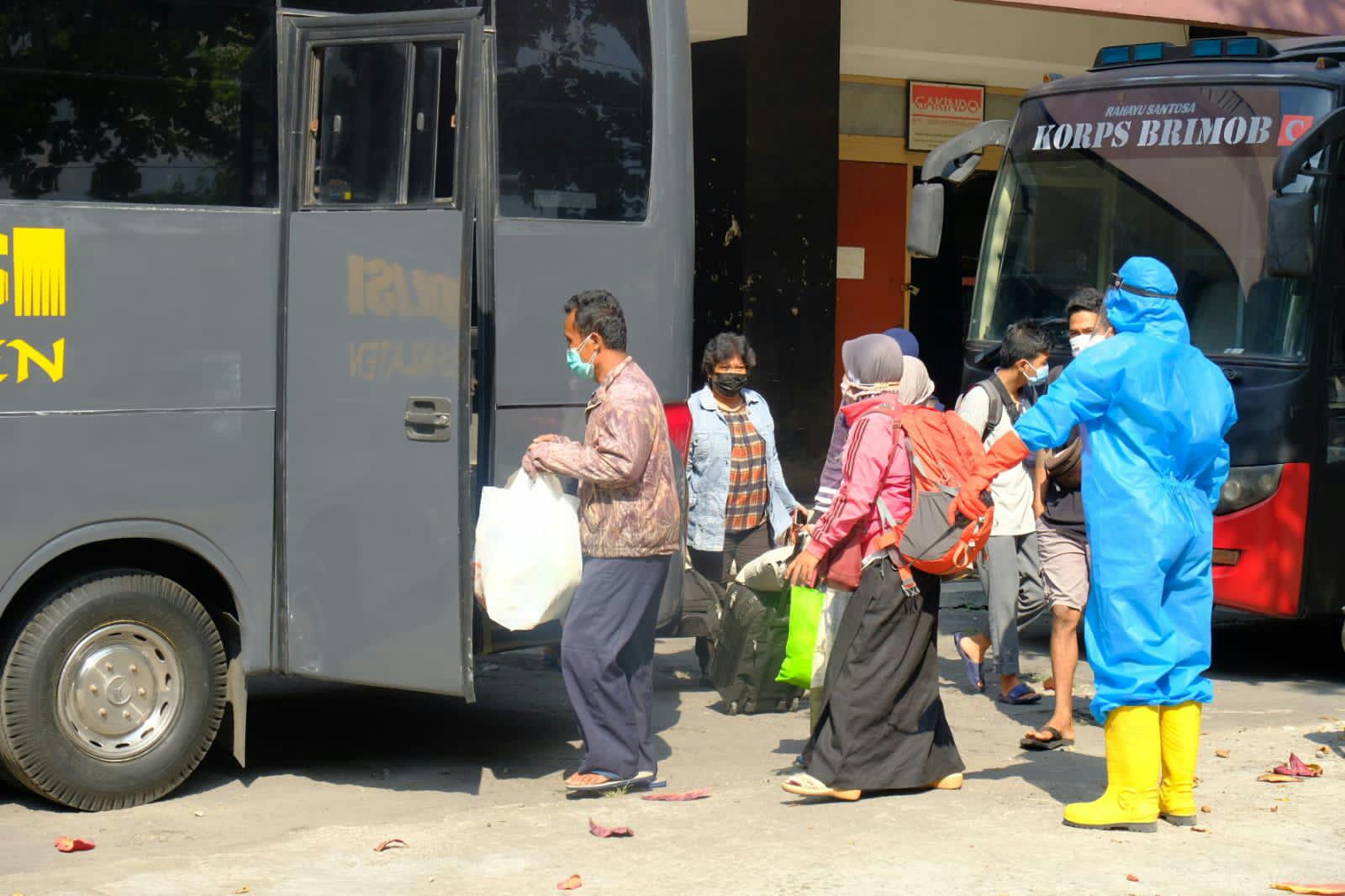 Jalani Isolasi Terpusat 52 Warga Klaten Positif Covid-19 Dievakuasi ke Asrama Haji Donohudan