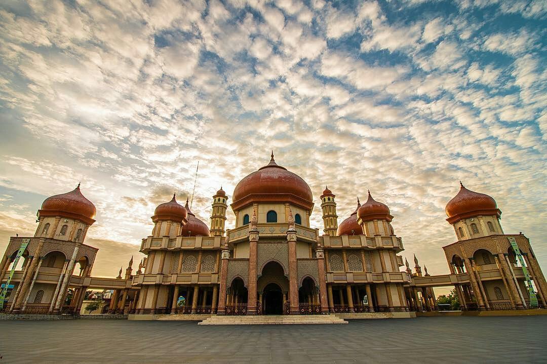 Hasil gambar untuk Masjid Agung Baitul Makmur Meulaboh