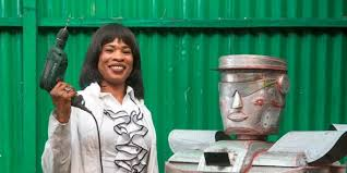 Thérèse Izay Kirongozi, l'ingénieure congolaise qui fabrique des robots-policiers