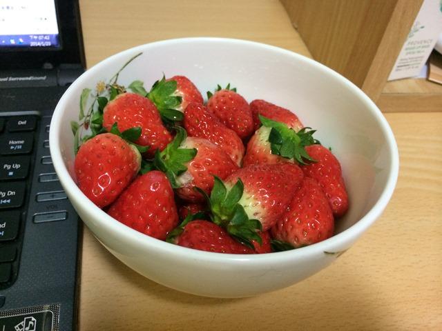 2014-01-23 20.42.40 便宜又好吃的草莓 只要新台幣56元