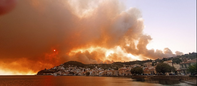 Η Ελλάδα στο έλεος της πύρινης λαίλαπας: Νύχτα εφιάλτης και στην Εύβοια - Εκκενώθηκαν και άλλα χωριά
