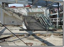 Il degrado nella stazione di Scampia