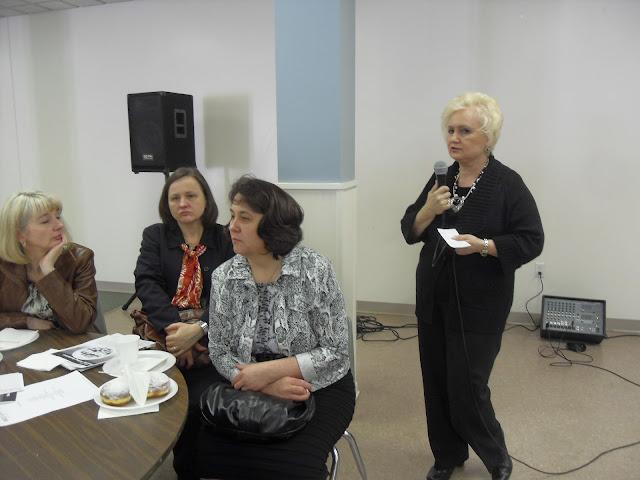 Spotkanie medyczne z Dr. Elizabeth Mikrut przy kawie i pączkach. Zdjęcia B. Kołodyński - SDC13518.JPG