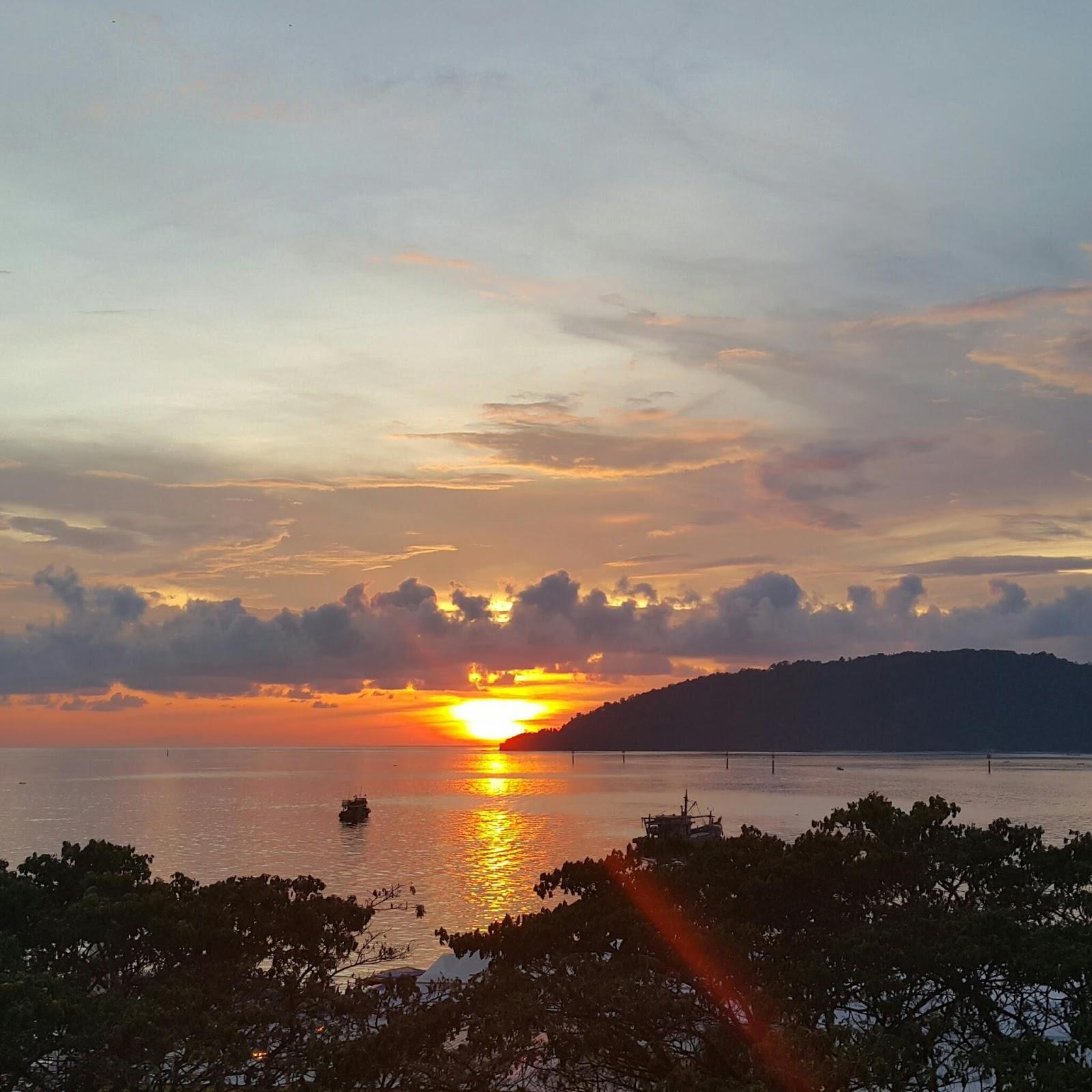 Cerita Yna Gambar Pemandangan  dan Sunset  yang Indah
