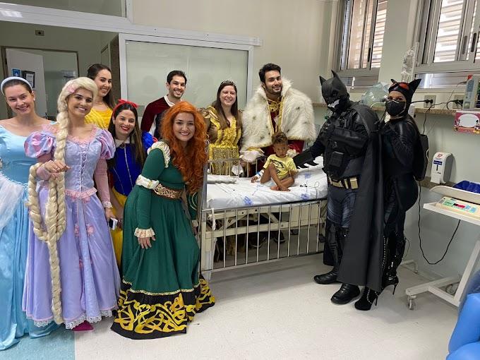 Médicos da Santa Casa de Araçatuba se transformam em personagens para homenagear pacientes da pediatria