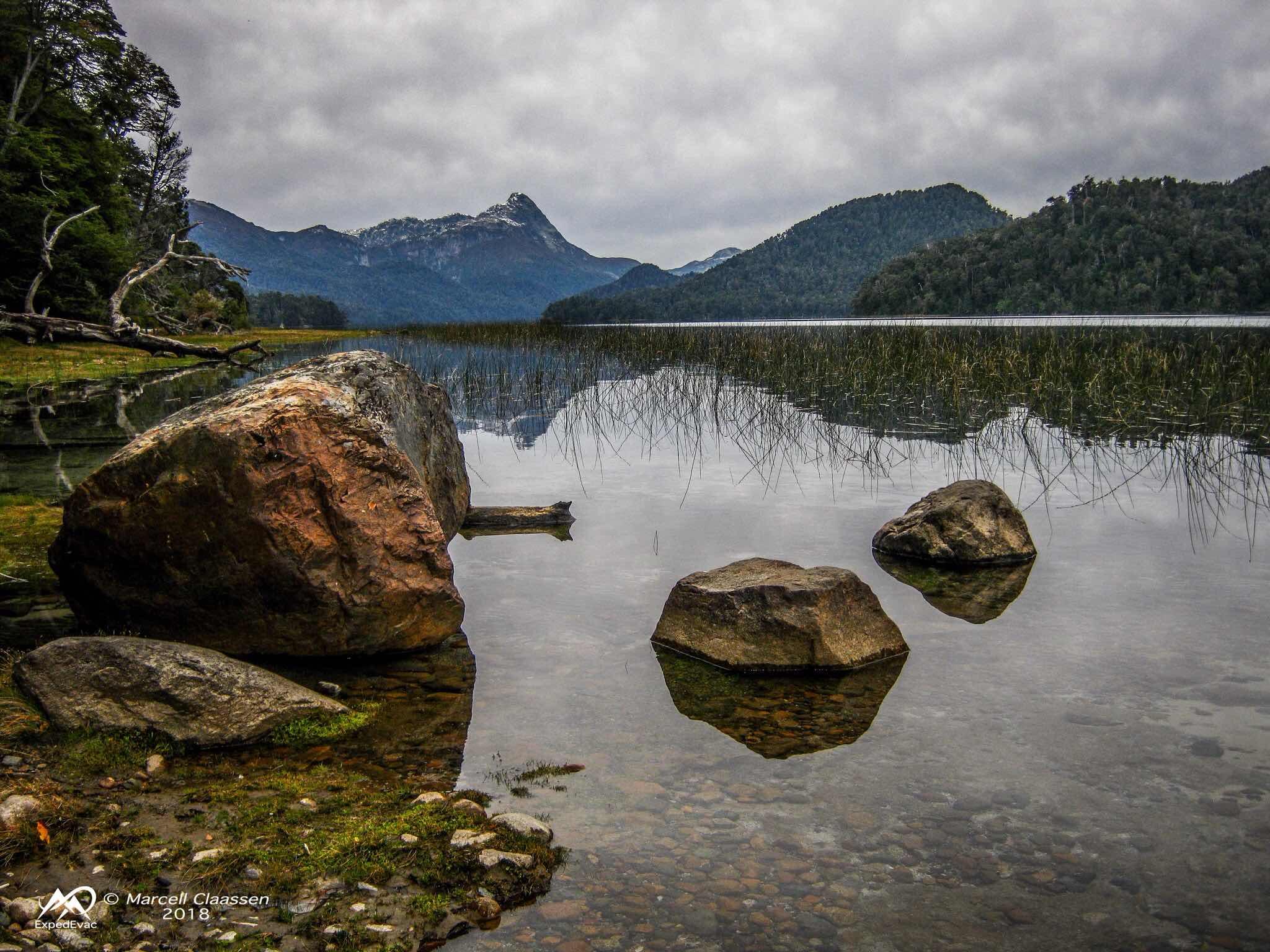 Lago Espejo rocks