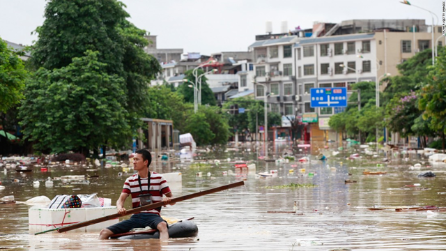 A man using an improvised flotation device in floodwaters in Liuzhou, Guangxi in July 2017. Photo: CNN