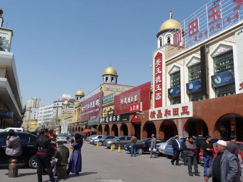 XINJIANG. Urumqi, Grand Bazar, 8 avril - P1270298.JPG