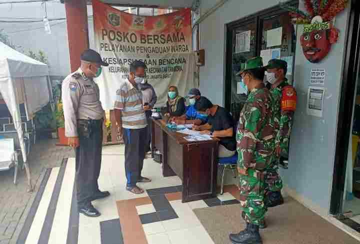 Danramil 02/TB Pantau Serbuan Vaksinasi TNI Dari Kodim 0503/JB di Kelurahan Kalianyar...