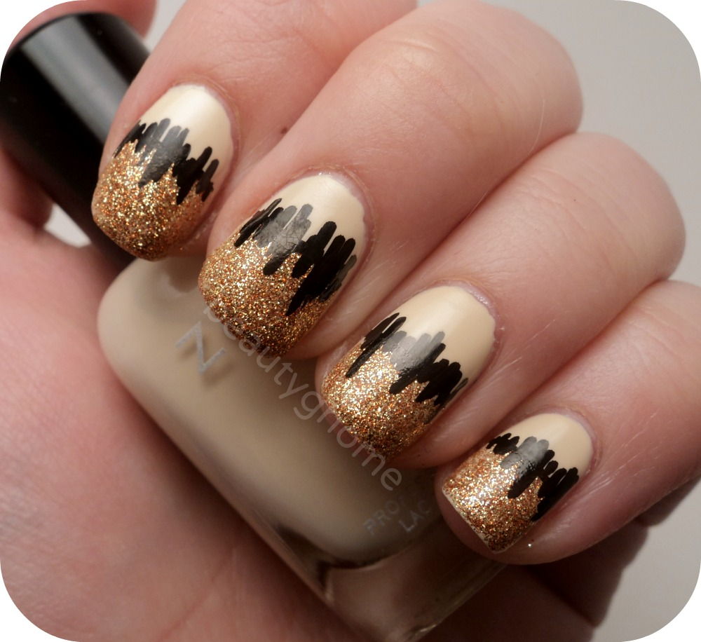 ATTRACTIVE SOPHISTICATED BLACK AND GOLD NAILS-NAIL STYLES 1