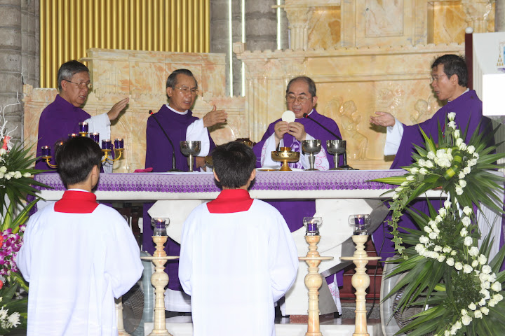 Hình ảnh thánh lễ Giỗ lần thứ 12 của Đức Hồng Y Tôi Tớ Chúa Đức Phanxicô Xaviê Nguyễn Văn Thuận.