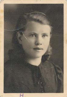 Нина Волховицкая1939 г.(из личного архива В.Т. Волховицкого)