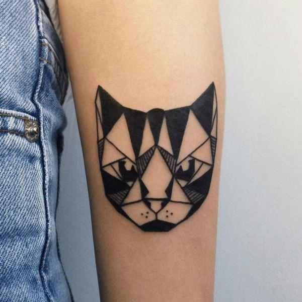 preto_slido_sombreada_cabeça_de_gato_bceps_tatuagem