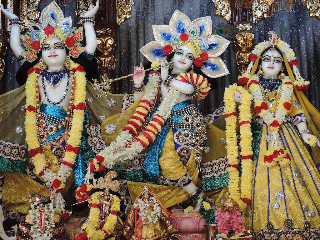 ISKCON Bangalore Deity Darshan 2 Jan 2016  (1)