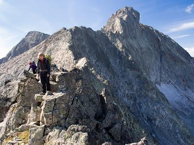 La cresta per on hem vingut i al fons el Pic Long