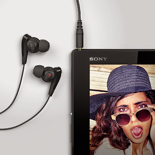 07_Xperia_Z4_Tablet_Black_Headphones.jpg