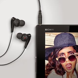07_Xperia_Z4_Tablet_Black_Headphones.jpg