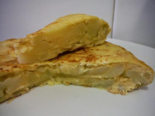 Lunes 9 de Marzo- SANTA JUANA-Popular romería de carácter local en honor a Santa Juana que se celebra en el entorno natural de Valdeserrano. Entre los habitantes de Fuenlabrada este día es popularmente conocido como 'El día de la tortilla'.