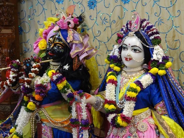 ISKCON Nigdi Deity Darshan 22 Jan 2016 (14)