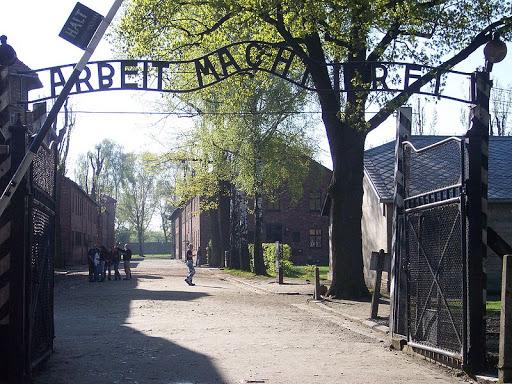 800px-Entrance_Auschwitz_I.jpg