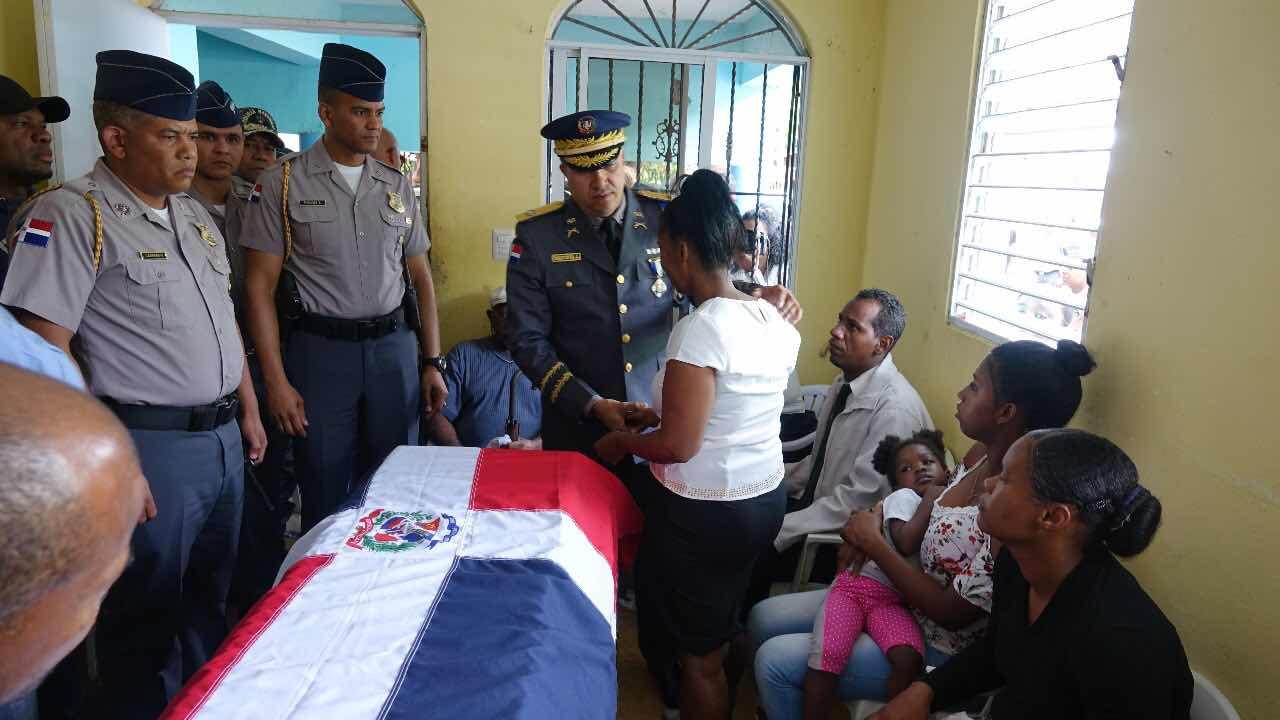 Policía Nacional rinde honores fúnebres a instructor que falleció en pleno desempeño de sus funciones.