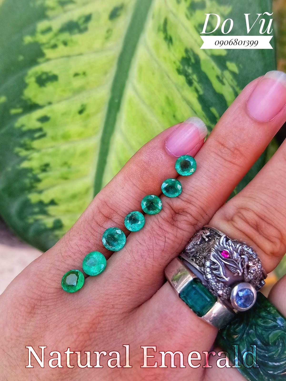Đá quý Ngọc Lục Bảo thiên nhiên, Natural Emerald giác tròn chất ngọc xanh chuẩn ( 10/4/20, 01 )