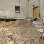 2011.06.08.-Prace na dziedzińcu, przed furtą górną.JPG