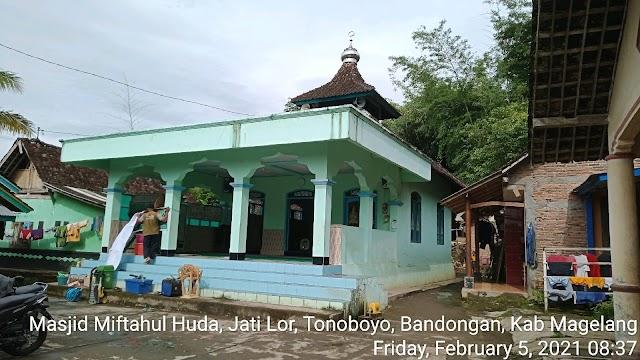 Bersíh bersih masjid Miftahul Huda, Jati Lor, Tonoboyo Bandongan, Kab, Magelang