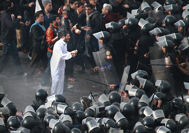 Egyptian Revolution شريف الحكيم Egypt_protest_32