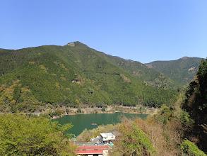 大滝ダム湖と白屋岳