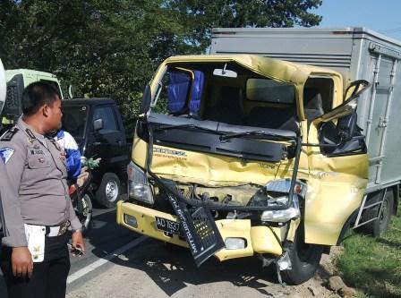 Berita foto video sinar ngawi terbaru: Inilah penyebab terjadinya tabrakan Bus Peziarah asal Ngawi