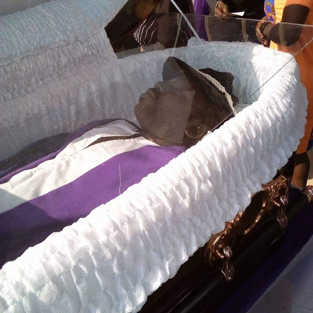 Assassinated OAU Professor Laid To Rest Amidst Tears, Wailing (Pictures)