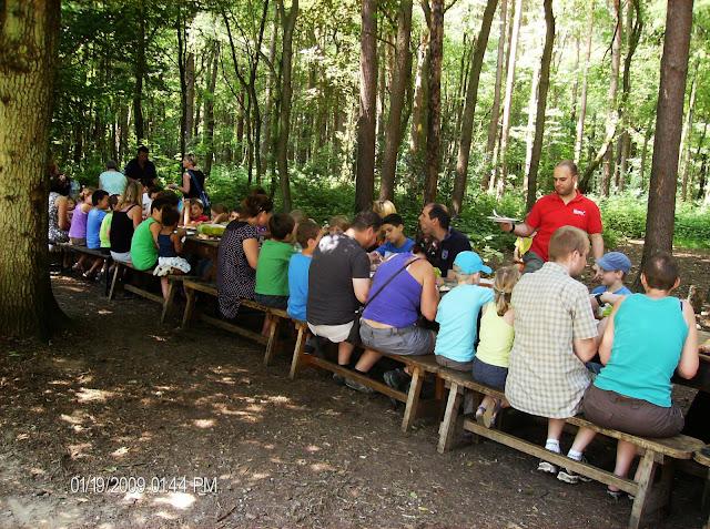 Laatste dag: gezellige BBQ met alle ouders samen in het bos :p