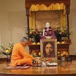 Swami Atmajnanananda performs puja