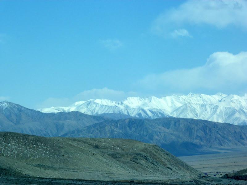 XINJIANG. Karakoram Highway, lune des plus haute route au monde, en passant a 4400 m - P1280535.JPG