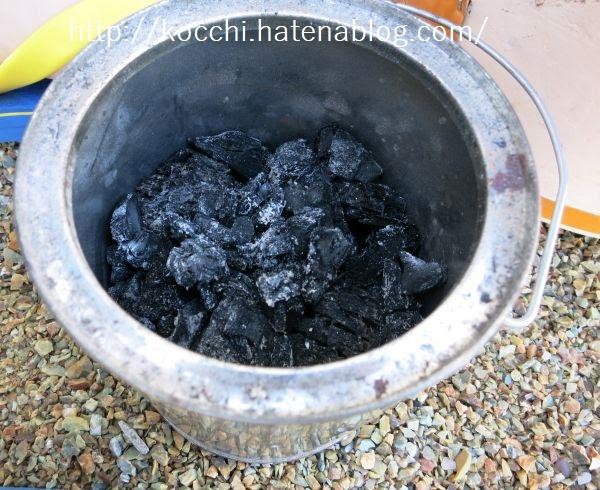 炭壺の中身-消し炭