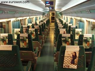 Interior de un vagón del tren KTX coreano